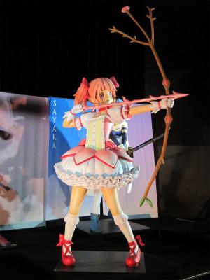 矢をつがえる魔法少女姿のまどか