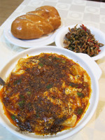麻婆豆腐と揚げパン