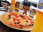 窯焼きピザとビールと私たち